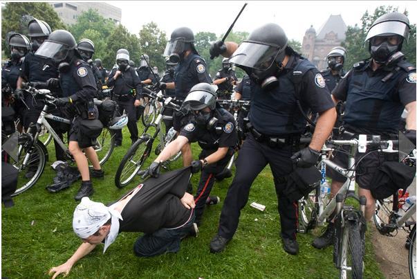 Задержание на митинге: как себя вести при задержании полицией, памятка и рекомендации юриста