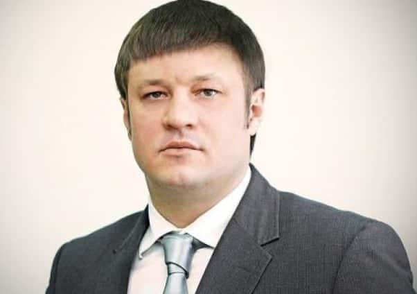 Челябинскому вице-губернатору, который был осужден за коррупцию, позволили выполнять работу дворника.