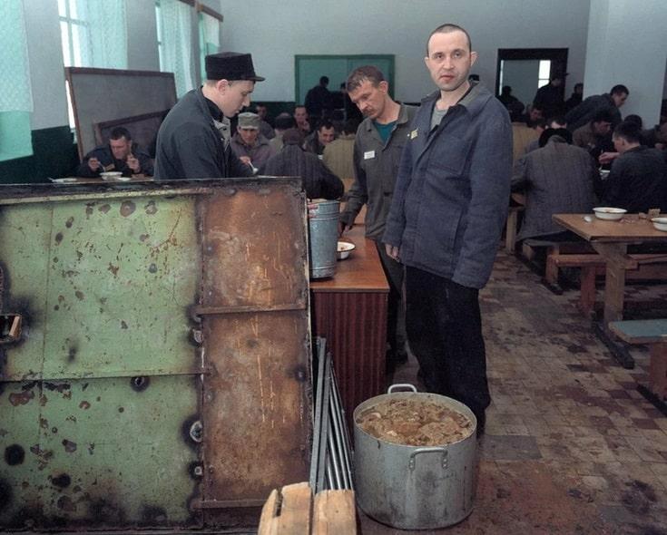 Количество заключенных в России снижается