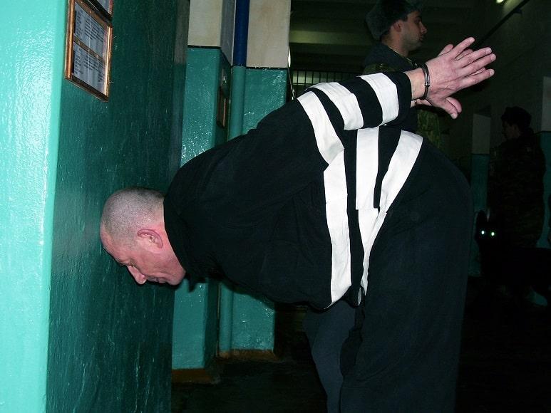 Быт пожизненно осужденных в России: отчего заключенные сходят с ума