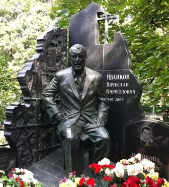 памятник на могиле Япончика